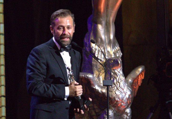 La Amacc dio a conocer la convocatoria para la próxima entrega del Premio Ariel, la 30 edición de los Goya y la 88 edición de los Oscar. En la imagen Juan Manuel Bernal, ganador del premio Ariel como mejor actor. (Notimex)