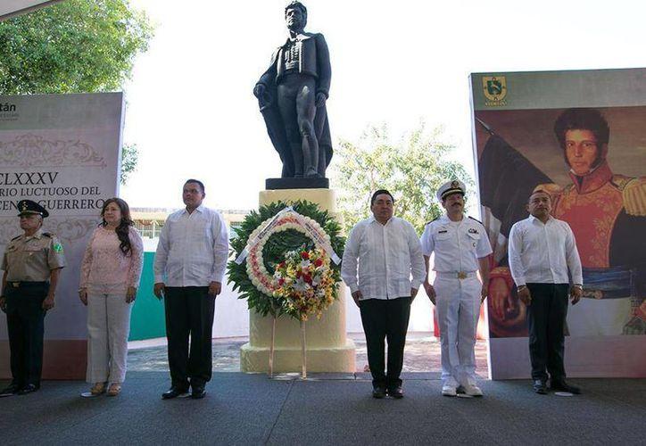 El domingo, Rolando Zapata Bello encabezó la ceremonia conmemorativa del 185 aniversario luctuoso del General Vicente Guerrero. (Cortesía)