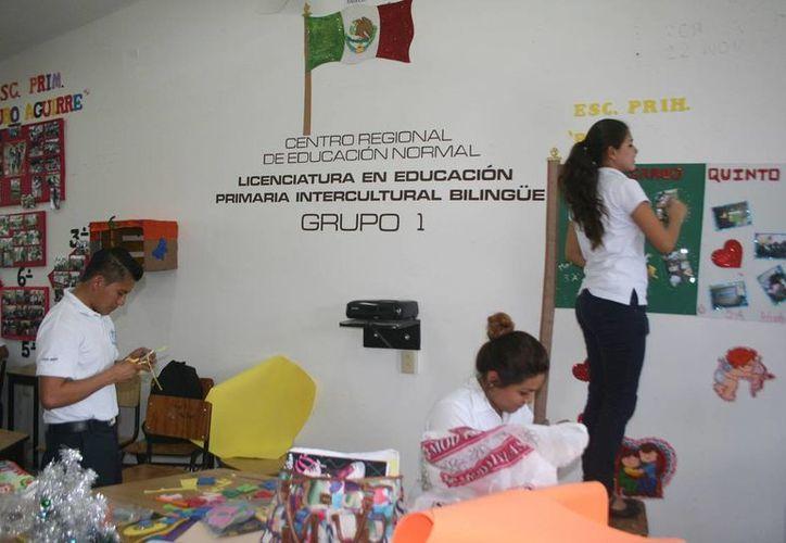Gran cantidad de estudiantes gustan por la docencia. (Javier Ortiz/ SIPSE)