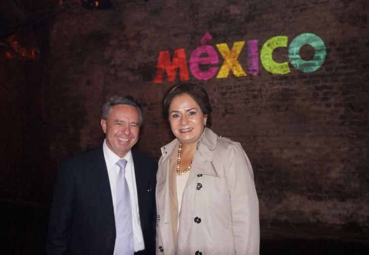 De izquierda a derecha, el Embajador de México en el Reino Unido, Eduardo Medina Mora y la Secretaria de Relaciones Exteriores, Patricia Espinosa. (Archivo Notimex)