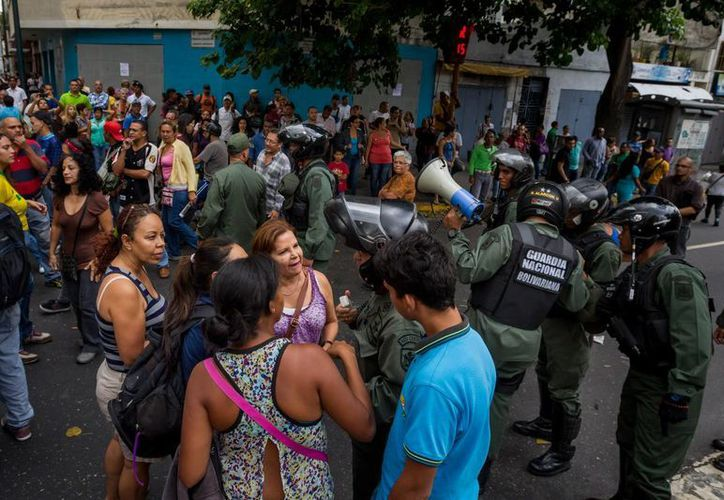 El referéndum revocatorio del mandato de Nicolás Maduro es otra de las exigencias del golpeado pueblo venezolano. (EFE)