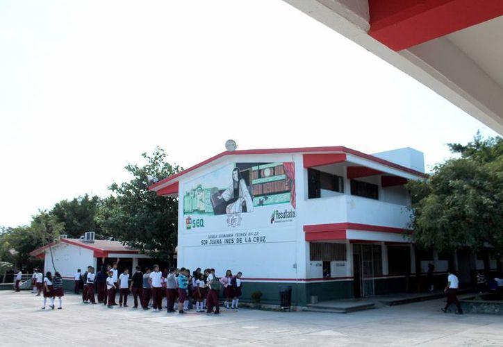 Las autoridades educativas garantizan una inscripción ordenada de alumnos. (Francisco Gálvez/SIPSE)