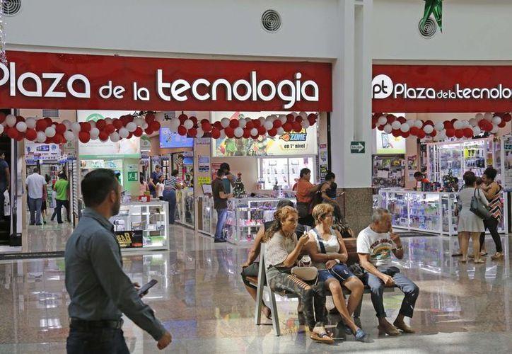 En la Plaza de la Tecnología hay alrededor de 170 locales habilitados desde su apertura en 2015. (Jesús Tijerina/SIPSE)