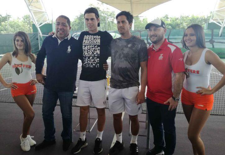 Los jugadores que resultaron ganadores en el torneo. (Raúl Caballero/SIPSE)