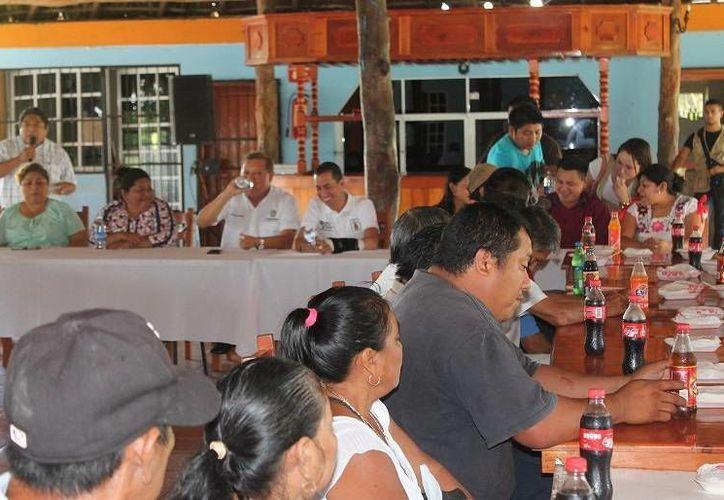 El alcalde ofreció un convivió a los exdelegados y  exsubdelegados. (Raúl Balam/SIPSE)