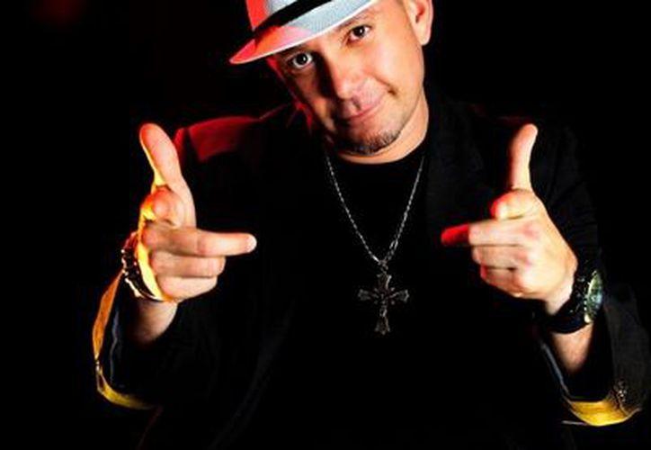 El primer disco de Abel Bosmenier Mesa como solista es producido por un ex integrante de 'Los Amantes de Lola'. (SIPSE)