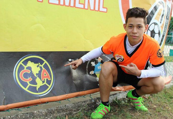 El adolescente es fan del Real Madrid por lo que tal vez el equipo 'azulcrema' sólo sea su primer paso. (Ángel Villegas/SIPSE)