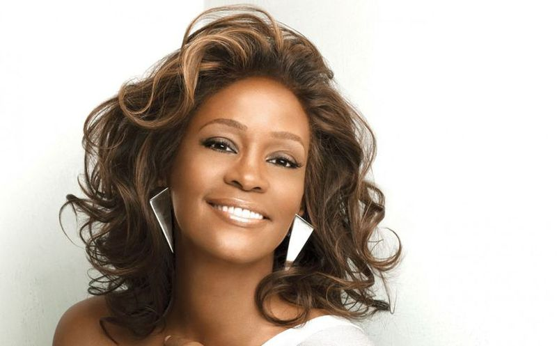 Whitney Houston fue abusada sexualmente por una cantante