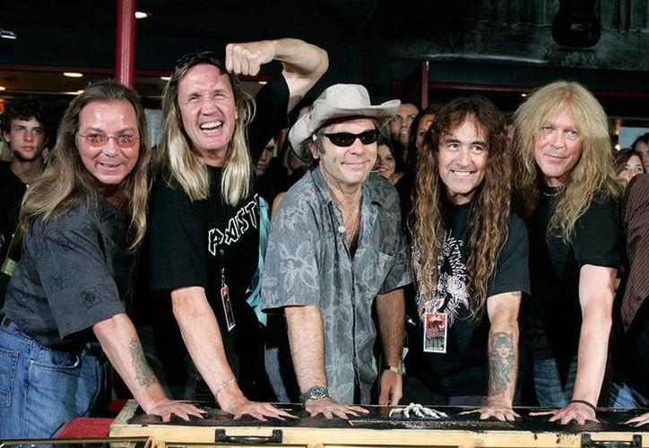 La banda de heavy metal Iron Maiden se convirtió en un motivo para que sus fans salvadoreños acudan a donar sangres. Esto por una campaña lanzada por la Cruz Roja. (Archivo AP)
