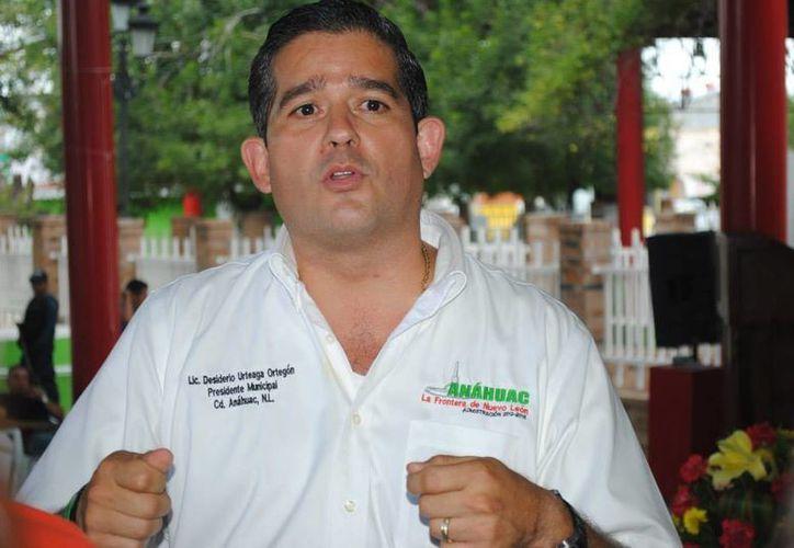 Algunos de los negocios de Desiderio Urteaga para vender alcohol están a su nombre, pero otros a nombre de sus familiares. (Fotografía tomada de Comunicación Social Anáhuac N.L/Facebook)