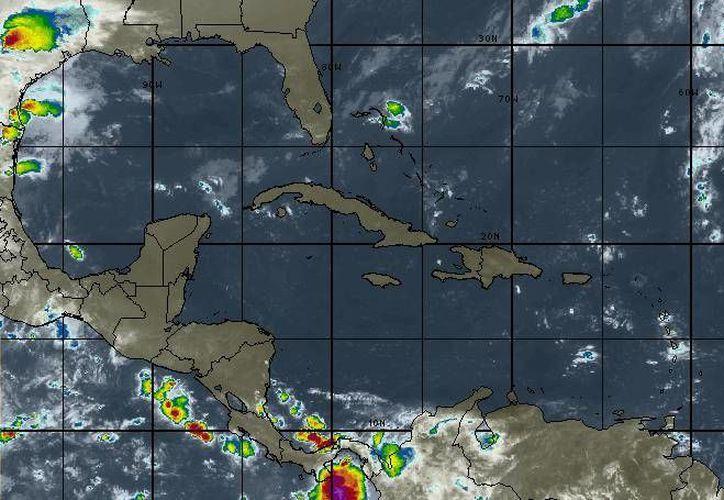 Para Benito Juárez se pronostican nublados con chubascos. (Intellicast)