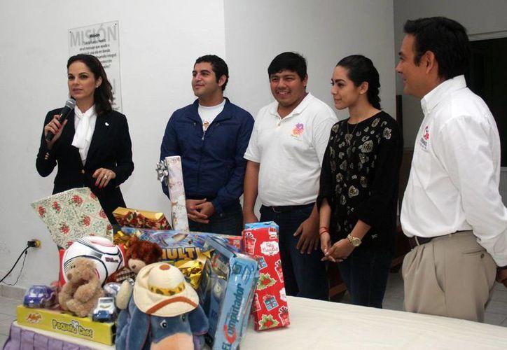 La presidenta del DIF municipal agradeció la donación. (Cortesía/SIPSE)