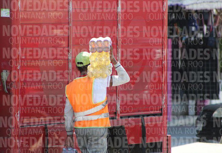 Los trabajadores con percepciones no salariales aumentaron 2.44% en el cuarto trimestre. (Joel Zamora/SIPSE)