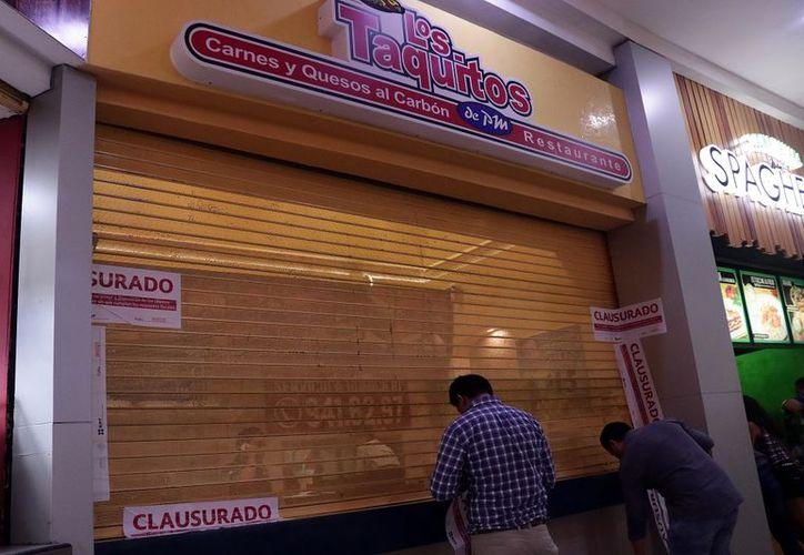 Los negocios de comida y de servicios no expedían sus respectivos comprobantes fiscales.  (Foto: Milenio Novedades)