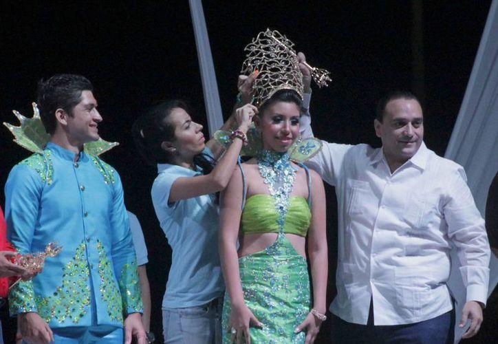 El gobernador Roberto Borge Angulo presidió la ceremonia de coronación de los reyes del Carnaval 2013. (Francisco Sansores/SIPSE)