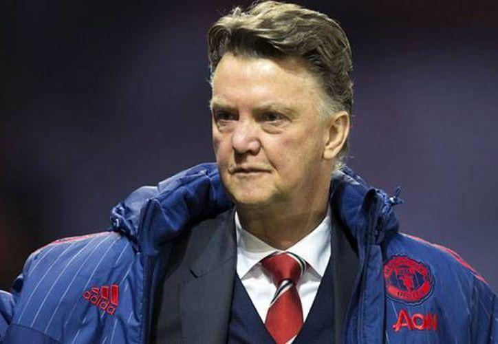Louis van Gaal es uno de los últimos técnicos despedidos en el futbol de Inglaterra, luego de que el Manchester United prescindiera de sus servicios. (Archivo AP)