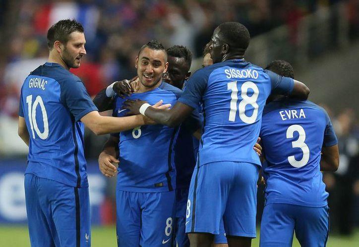 A 11 días del inicio de la Eurocopa, Francia se mostró firme ante Camerún. (AP)