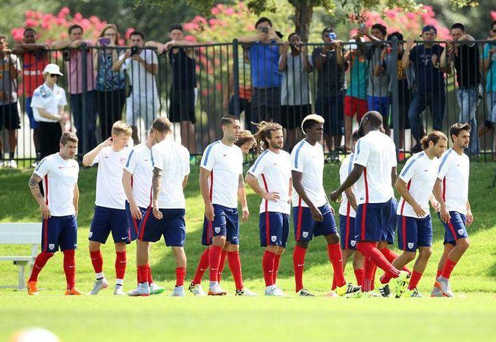 La Selección de EU entrenó este domingo con miras al arranque de la Copa Oro 2015, que se inaugura este martes 07 de julio de 2015. (Notimex)