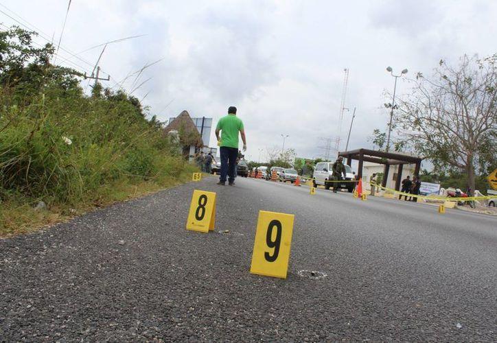 La policía ministerial P.H.P y su cómplice fueron detenidos tras un intercambio de disparos en el filtro policíaco municipal número 1. (Redacción/SIPSE)