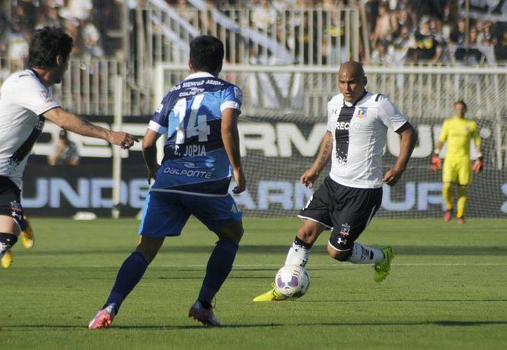 A los 34 años, el delantero chileno 'El Chupete' Suazo se convierte en mexicano por naturalización. (Notimex)