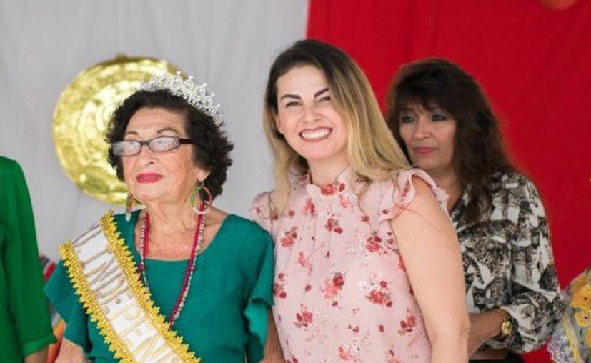 """Nidia Rosado Peniche se convirtió este jueves en la nueva """"Abuelita Independencia 2018"""". (DIF)"""