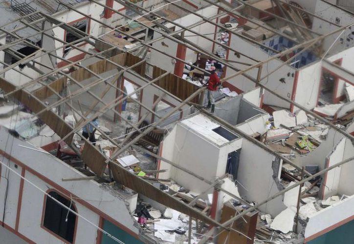 La emergencia por el terremoto en Ecuador obligó al gobierno a tomar medidas financieras que les permitan enfrentar con mayor solvencia las necesidades de la población. (AP)