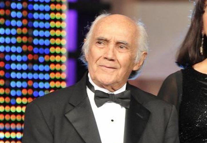 'El Tata' no sólo demostraba su talento en persona sino que caracterizó algunas de las voces más famosas de personajes de la televisión de EU. (Notimex)