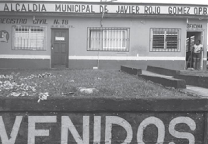 Vecinos señalan que el alcalde nunca está en las oficinas. (Carlos Castillo/SIPSE)
