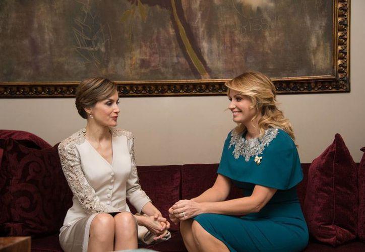 Imagen de la reina Letizia de España y la primera dama de México, Angélica Rivera, durante una reunión que sostuvieron en la Residencia Oficial de Los Pinos. Imagen de archivo. (Notimex)