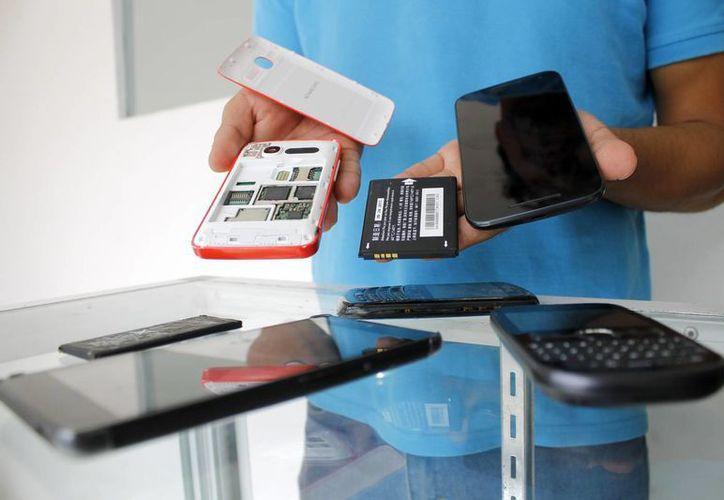 Es necesario que los celulares con sistema operativo Android sean actualizados. (Yajahira Valtierra/SIPSE)