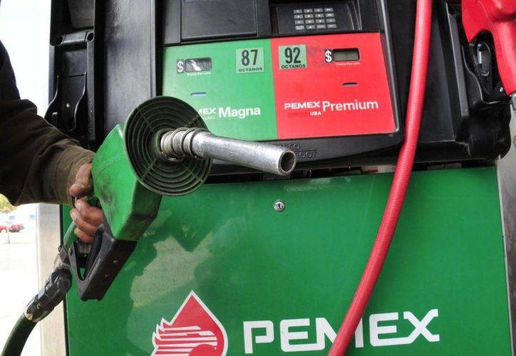La gasolina Magna y Premium podría cotizarse en enero de 2017 en 15.05 pesos y 15.98 respectivamente. (La Gazzeta)