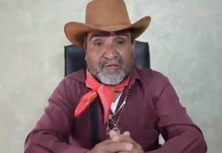 Captura de pantalla de un video publicado en 2014, donde aparece Dionisio Loya Plancarte, El Tío, quien busca ser liberado alegando que tiene problemas de 'salud mental'. (YouTube)