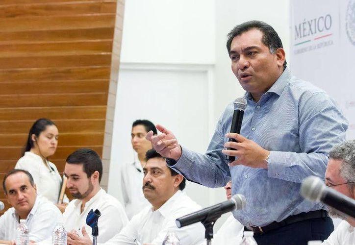 Víctor Caballero Durán, en la presentación del proyecto México Conectado en Yucatán. (Milenio Novedades)