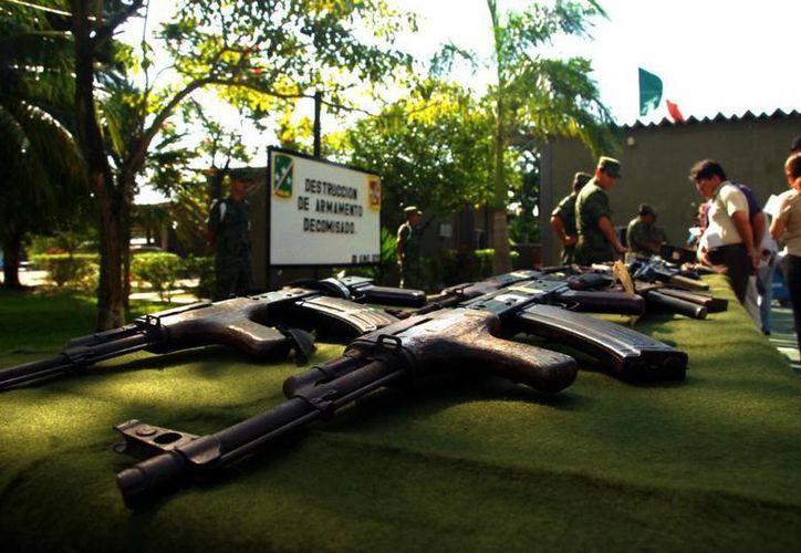 Este año fueron recibidas 28 cortas, 12 armas largas, 20 granadas, ocho cargadores y tres mil 607 cartuchos. (Edgardo Rodríguez/SIPSE)