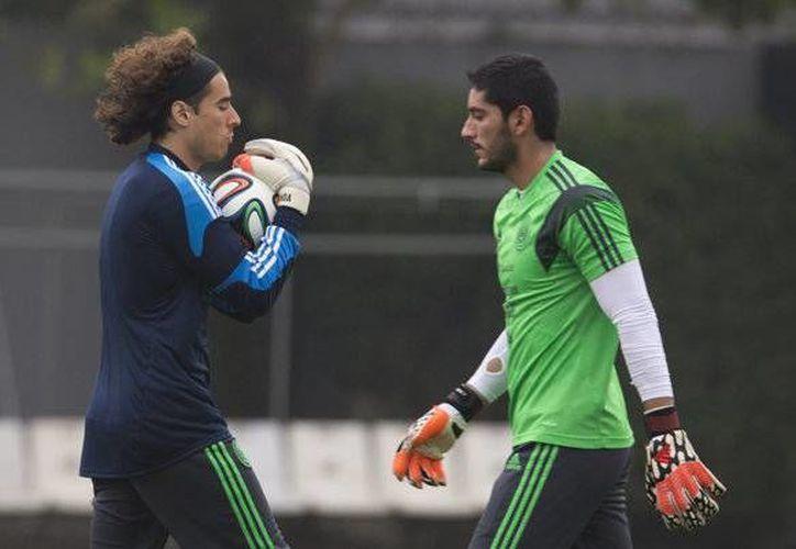 El portero de la selección mexicana no descarta en desechar convocatorias futuras para el Tri. (AP)