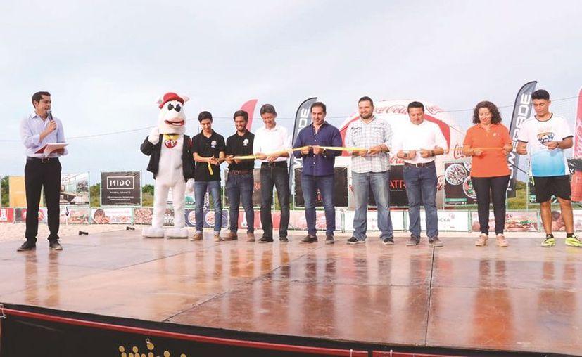 En la inauguración del evento se efectuó una tanda de penales. (Fotos: Jorge Acosta/Novedades Yucatán)