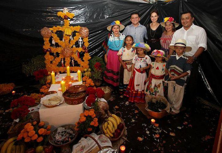 La exhibición de los altares se realizó en el Parque Benito Juárez. (Cortesía/SIPSE)