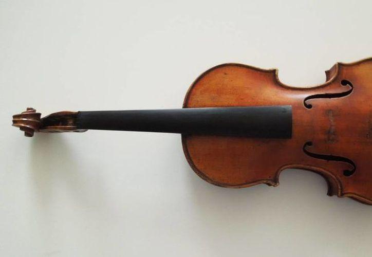 El cotizado violín fue olvidado por descuido por una instrumentista en un tren alemán, afortunadamente fue encontrado. Imagen de contexto de archivo. (Agencias)