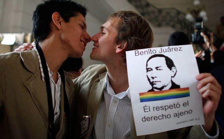 Las iglesias buscan evitar que las parejas del mismo sexo contraigan matrimonio y puedan adoptar. (laregionsemanario.com)