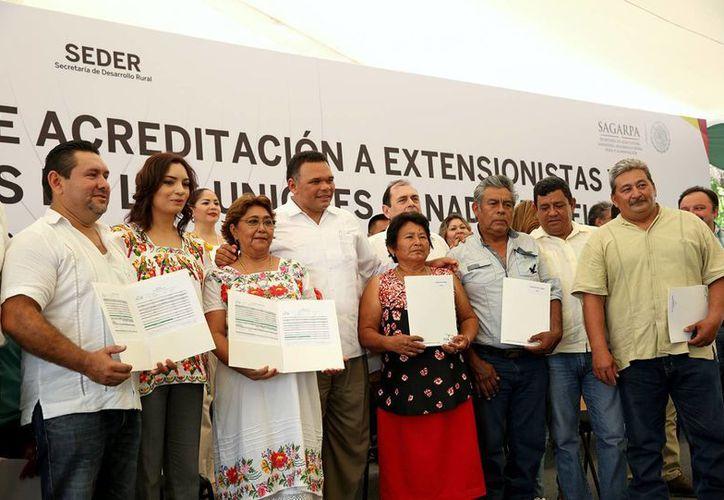 Anuncian Seguro universal para proteger a productores yucatecos en caso de desastres naturales o  y forraje en agostaderos, muerte de ganado y para sus familias en caso de fallecimiento. (Foto cortesía del Gobierno de Yucatán)