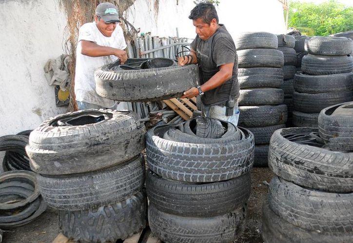 Las 30 toneladas de llantas recolectadas en Cozumel fueron trasladadas a una planta de tratamiento en Tabasco. (Redacción/SIPSE)