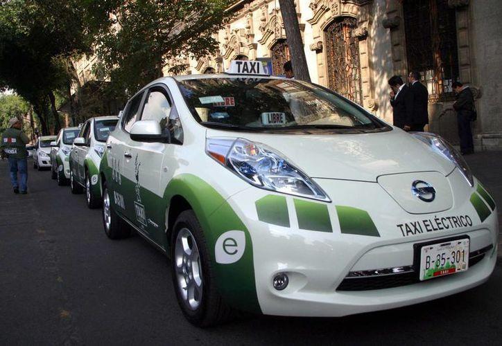 El nuevo servicio de Taxis Cero Emisiones iniciará operaciones en el DF con 20 automóviles eléctricos. (www.sinbaches.com.mx)