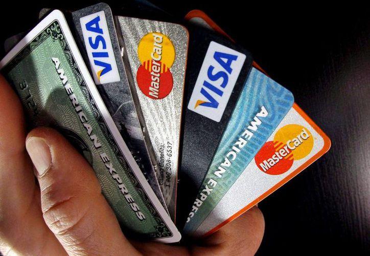 Utilizar sin precaución la tarjeta de crédito puede llevar al usuario al sobreendeudamiento. (Archivo/siempre889.com)