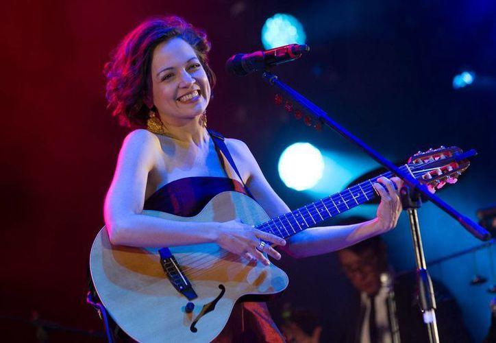 Natalia Lafourcade ofreció más de 18 canciones durante un concierto en Morelia, Michoacán. (Notimex)