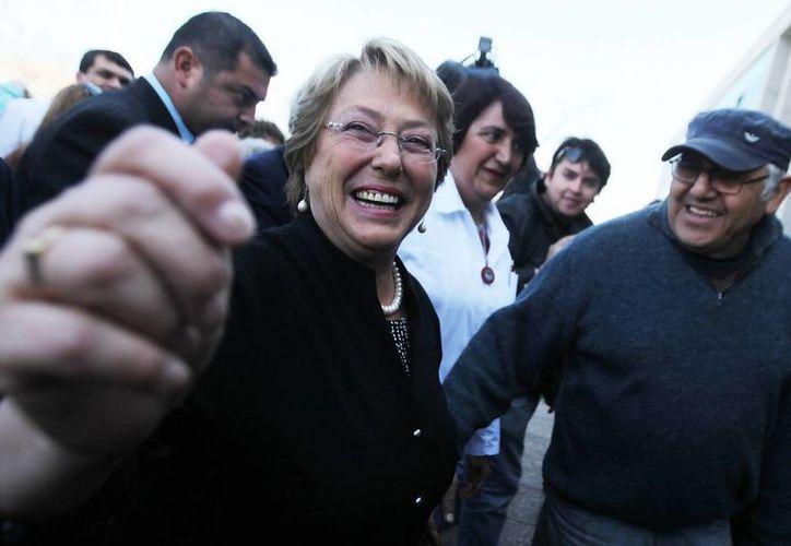 Bachelet se enfrenta a ocho candidatos que aspiran al sillón presidencial de Chile. (EFE/Archivo)