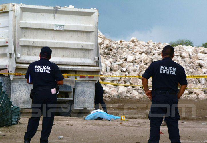 Un empleado que estaba en su primer de trabajo murió atropellado por un camión, en obra del fraccionamiento Las Américas. (Victoria González/SIPSE)