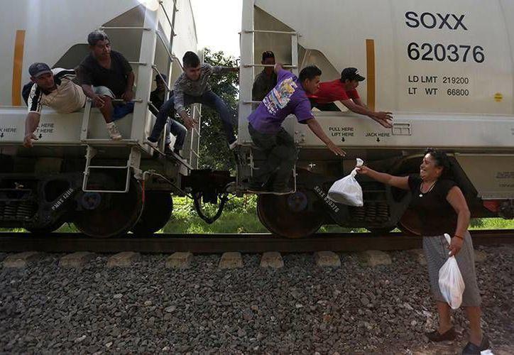 'La Bestia' es usada por los inmigrantes para poder llegar a la frontera norte y así cruzar a EU. (Archivo/Reuters)