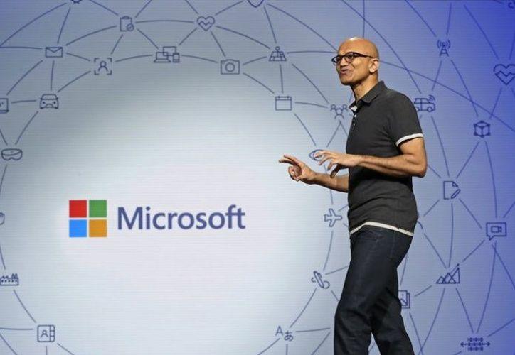 """""""Esa gente ya tiene de por sí un 'enorme potencial', afirmó, pero la tecnología puede ayudarlos a mayores logros"""", dijo el presidente de Microsoft, Brad Smith. (Foto: AP)."""