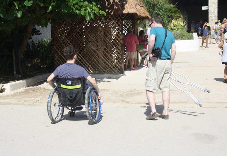 Personas en silla de ruedas no tiene fácil acceso a la zona arqueológica de Tulum. (Sara Cauich/SIPSE)