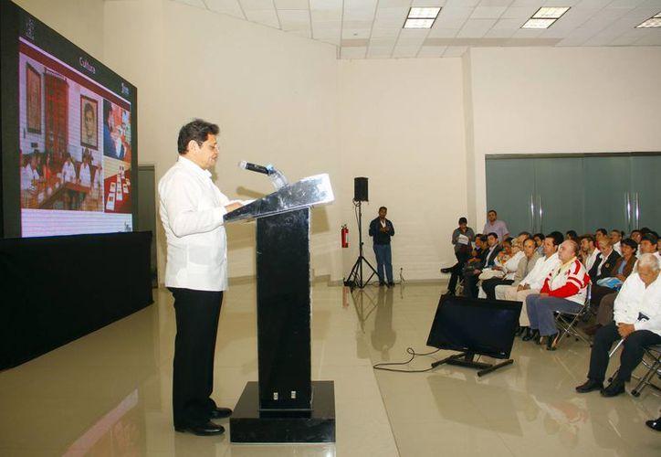 Raúl Vela Sosa rindió su informe en el Siglo XXI. (Juan Albornoz/SIPSE)